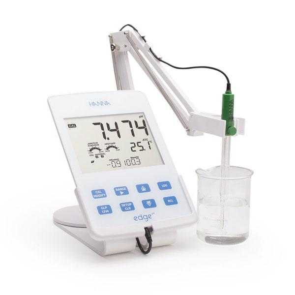 pH meter แบบตั้งโต๊ะ HI2002